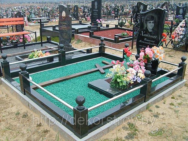 Уход за могилами, благоустройство места захоронения.