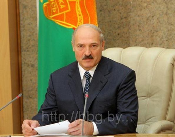 Лукашенко потребовал навести порядок со списками очередников на жилье и пригрозил изымать квартиры